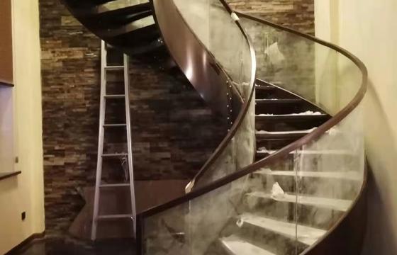 旋转玻璃楼梯