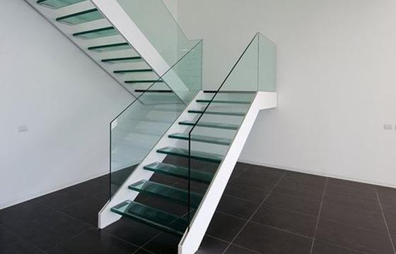 玻璃楼梯扶手有哪些优点