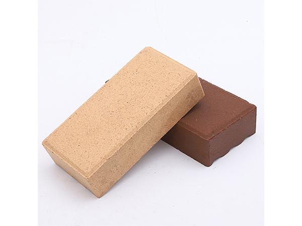 透水磚鋪地安裝的干鋪法透水磚的鋪裝方式有濕鋪裝和干鋪裝兩種