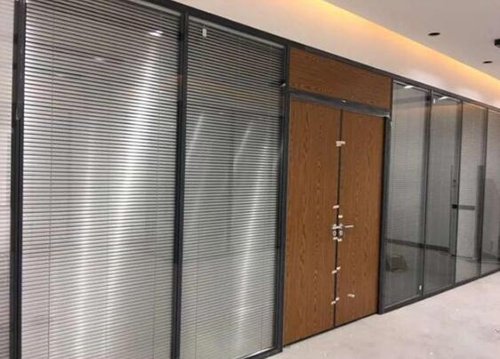 铝合金玻璃隔间安装要注意的事项