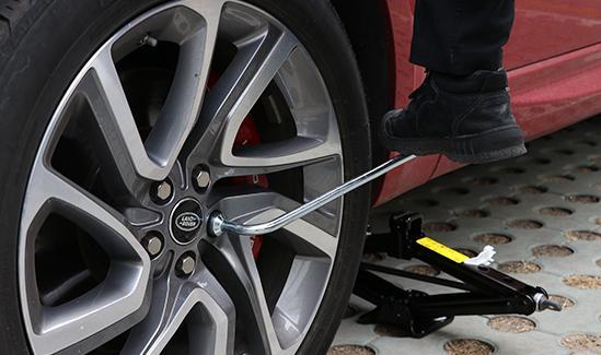 汽车轮胎更换
