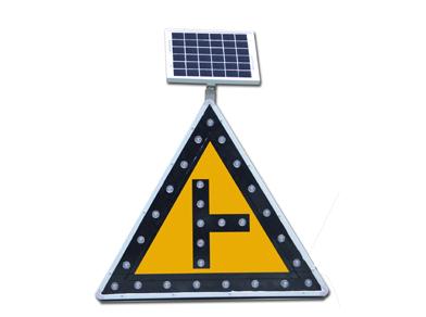 昆明交通標志牌廠家介紹定制三角交通標志牌要注意什么問題?