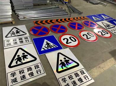 警告标志牌应设置在哪些路段?哪些地方需要设置安装警告标志牌?