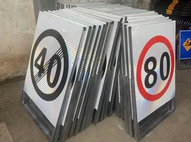 为什么道路标志牌要折边?昆明道路标志牌折边设计有什么作用?