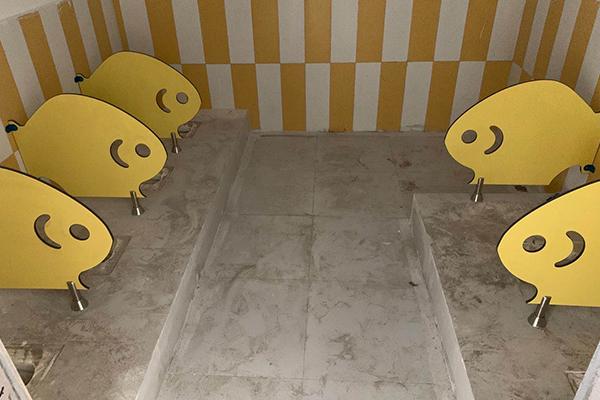 卫生间卡通门板隔断