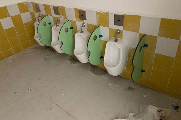 儿童房小便池隔断