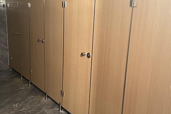 隔断门卫生间