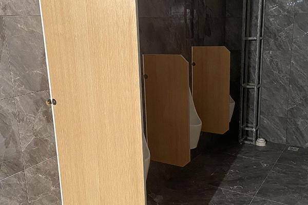 卫生间便池木板隔断