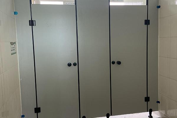 卫生间半墙隔断