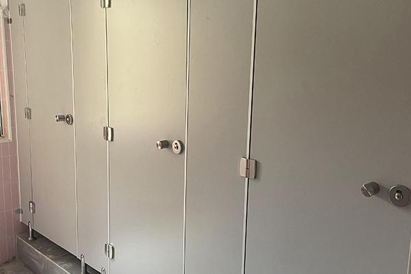 教堂卫生间隔断