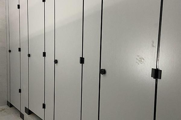 卫生间隔板