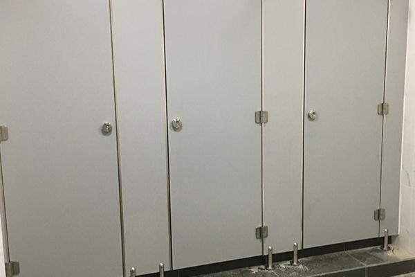篮球场卫生间隔断