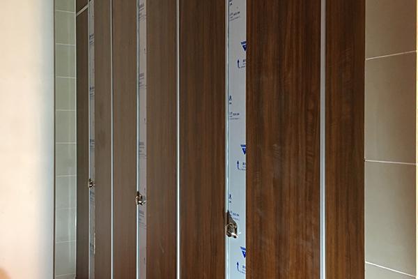 不锈钢板隔断卫生间