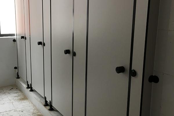 铝合金隔断厕所
