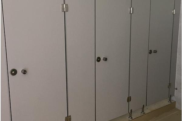 不锈钢隔板卫生间
