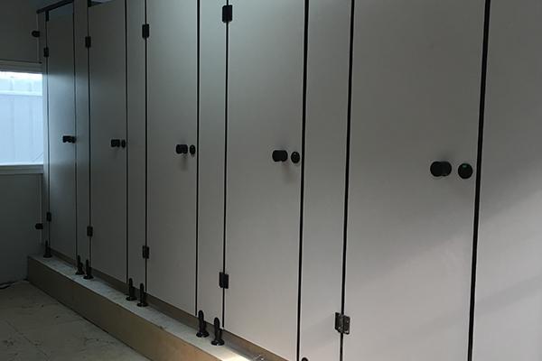 不锈钢隔板公共卫生间