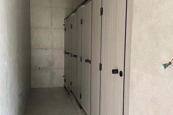 厕所隔板种类有哪些?