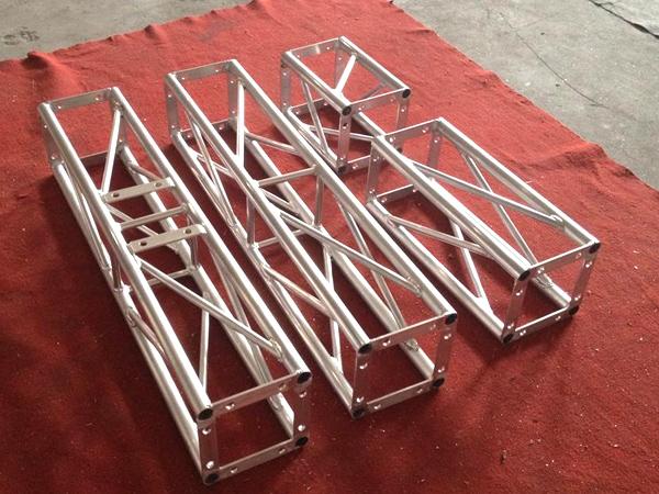在云南舞台桁架搭建过程中应该保障的除了安全性还有什么