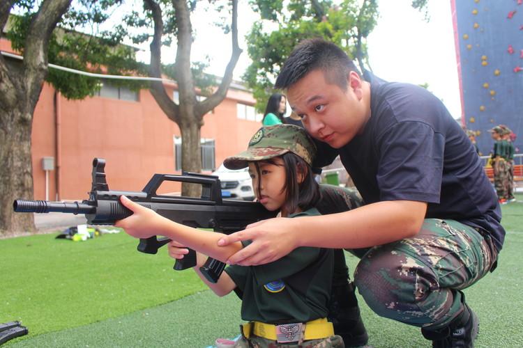 军事夏令营能让孩子提前适应社会_广州黄埔军事夏令营报名