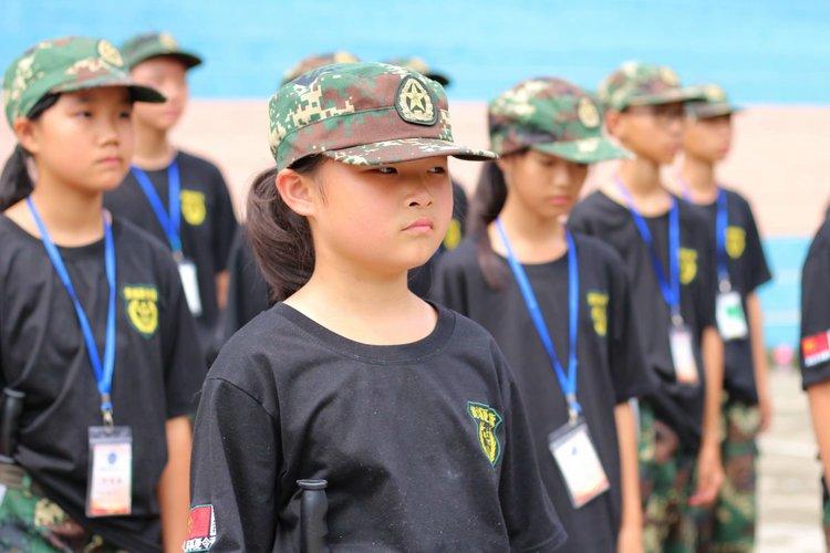 黄埔军事夏令营拓展基地教练教您如何教育孩子学会自律