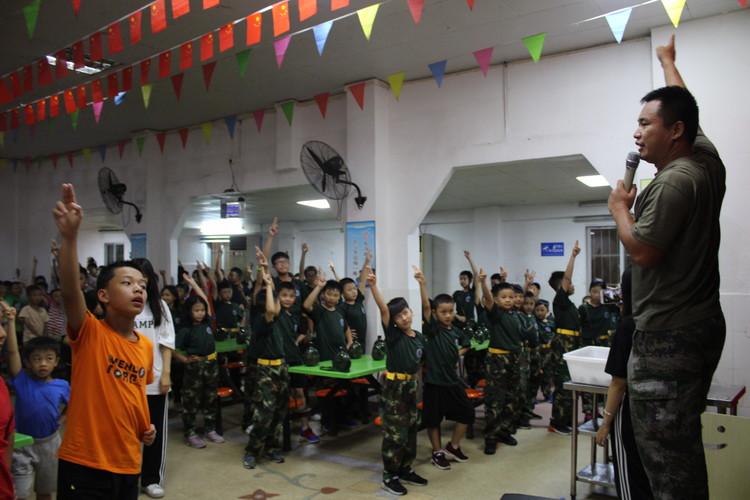 参加黄埔军事夏令营会让孩子自律吗