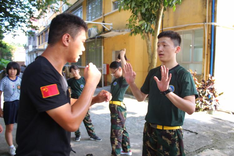 如何选择黄埔军事夏令营呢?