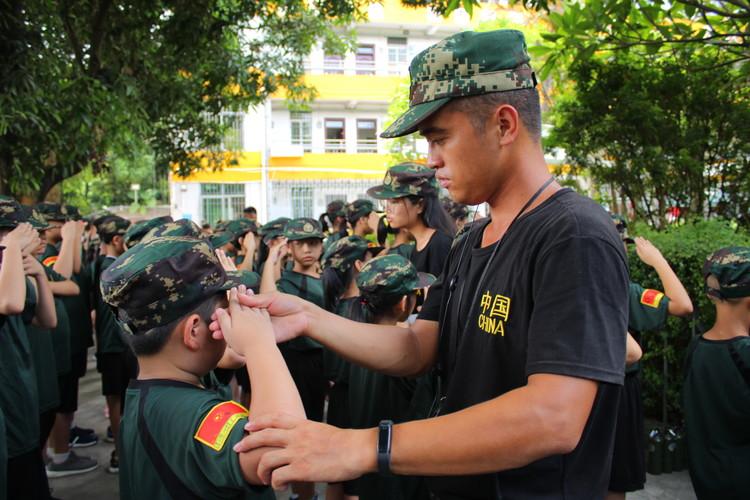 青少年军事夏令营可以培养孩子的良好习惯