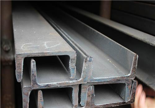 根據形狀,槽鋼可分為四種類型
