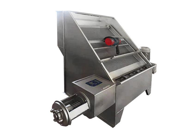 斜筛式猪粪固液分离机厂家讲有机肥猪粪脱水机设备的分离工艺!