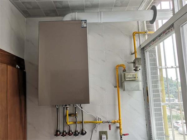 小沃AI智能壁挂炉+欧洲原装进口暖气片安装
