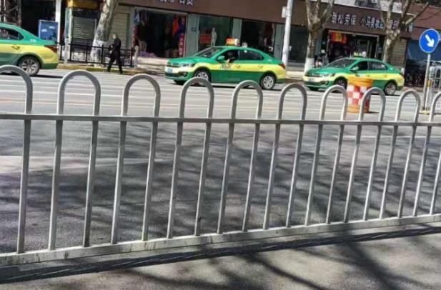 交通中心隔离护栏