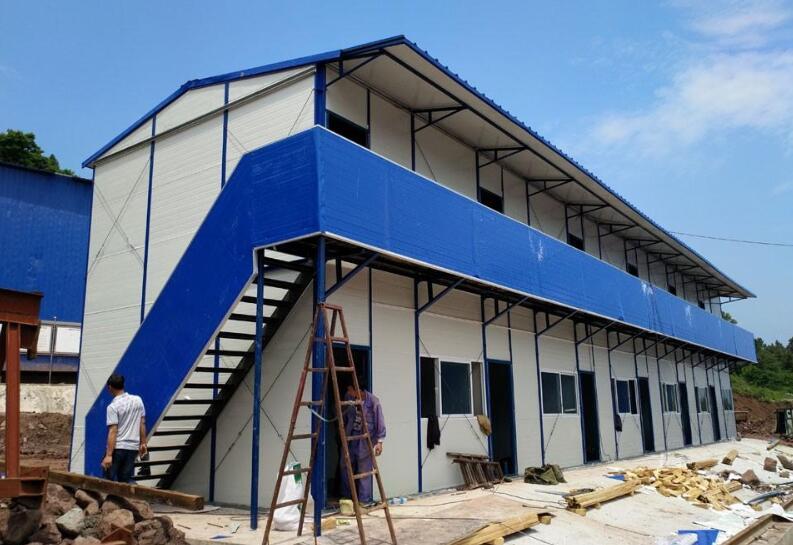 建筑工地如何搭建彩钢板活动房?