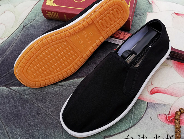 如何去除布鞋鞋面上的污渍呢?