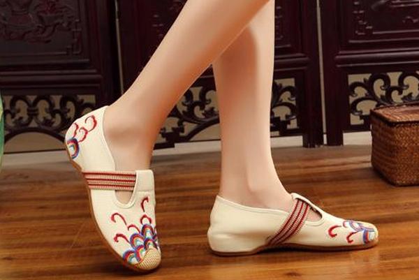 给手工布鞋贴上舒闲时尚标签!