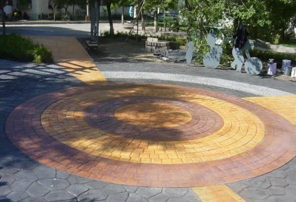 压花地坪施工公司浅析彩色压花地坪的六大优势