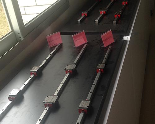 如何润滑直线导轨提供生产效率?