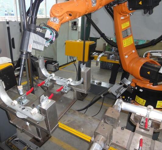 采用焊接机器人的主要意义及其焊缝跟踪特点