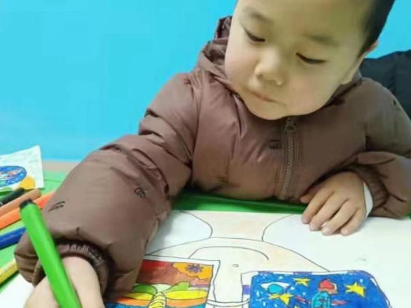 儿童练习美术