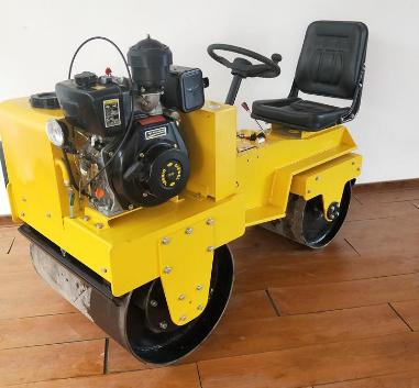 座驾式柴油压路机