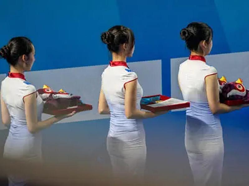 礼仪培训机构:颁奖礼仪小姐需要注意哪些礼仪