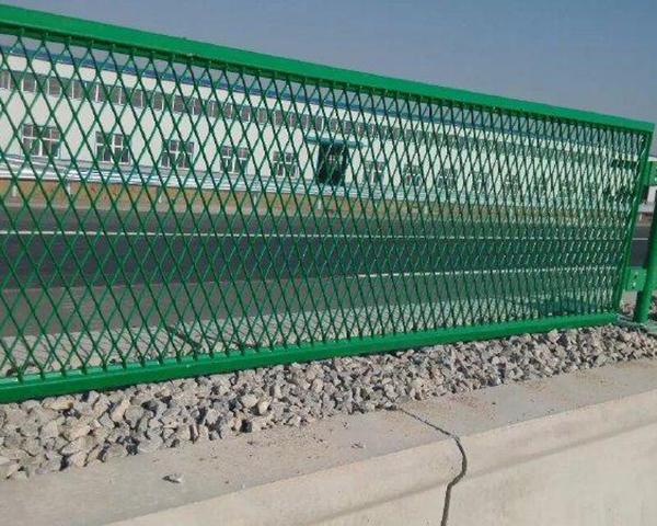 云南公路护栏网和机场护栏网到底有什么区别?