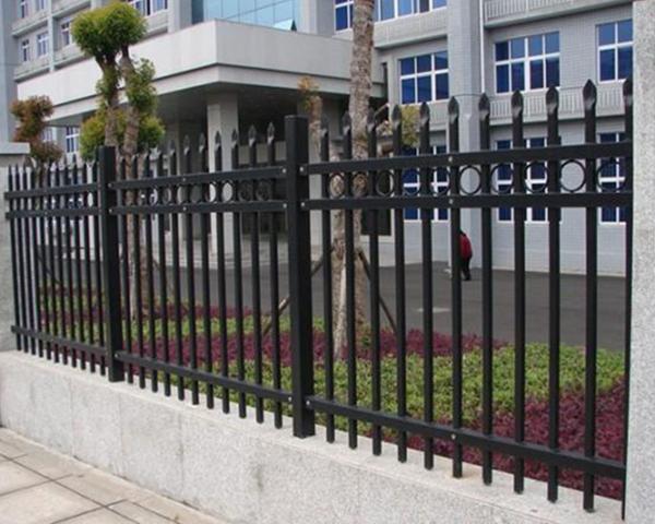 小区护栏网常规尺寸及安装优点是什么?