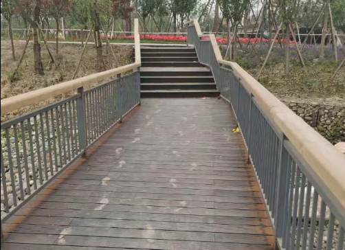 新津白鹤滩公园—竹地板