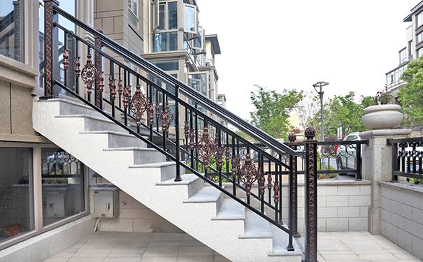 别墅铝艺楼梯