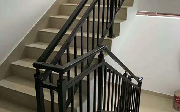 铁艺楼梯护栏