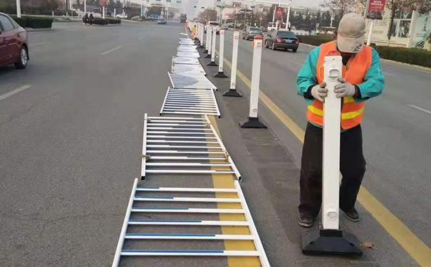 道路护栏施工现场