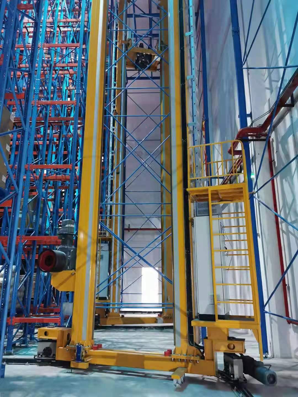 堆垛机采用手动和半自动控制的…