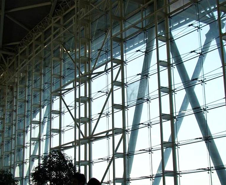 昆明幕墙公司10毫米的钢化玻璃幕墙安装需要多少钱?