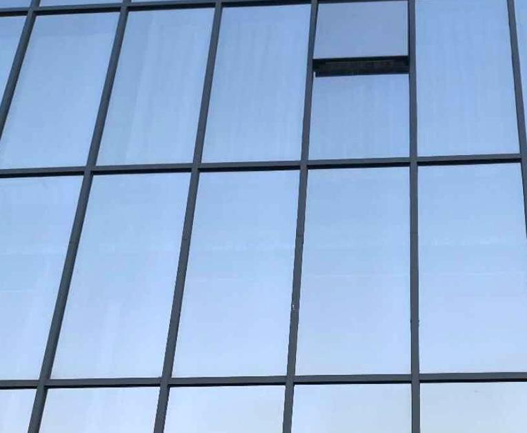 玻璃幕墙的框架安装有什么要求?安装幕墙框架部分要注意哪些要求?