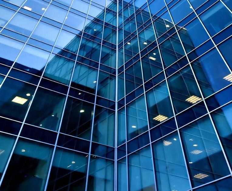 昆明玻璃幕墙公司介绍如何预防玻璃幕墙发生偏差?